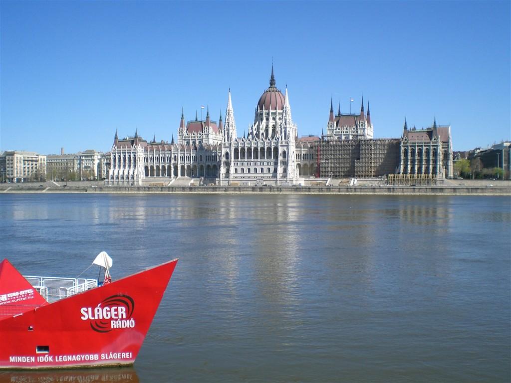 zájezdy do Maďarska - Maďarsko v- Budapešť - novogotický parlament, postaven na přelomu 19. a 20.století, 691 místností