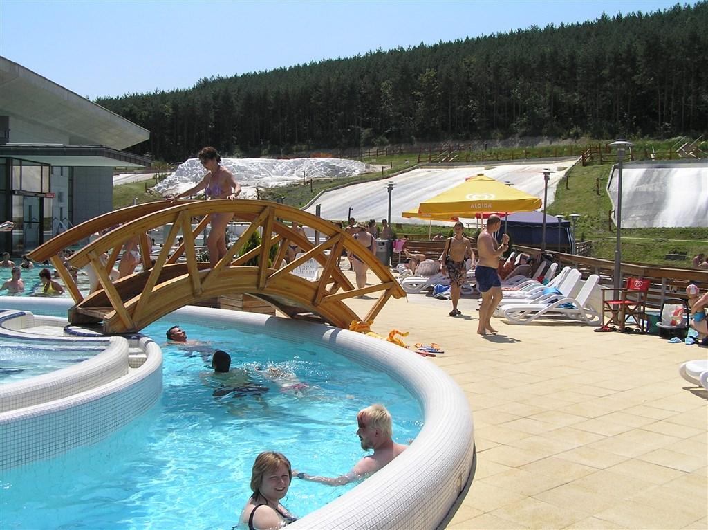 zájezdy do Maďarska - Maďarsko - Egerszalók - termální lázně, voda teplá až 60°C,  léčí choroby pohybového ústrojí